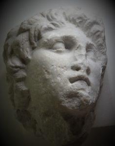 Δεν θα το πιστεύετε: Εκπληκτικό γλυπτό του Μεγάλου Αλεξάνδρου ήταν ξεχασμένο σε αποθήκη