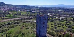Οι ελληνικοί Δίδυμοι Πύργοι ενός ερωτευμένου ιππότη